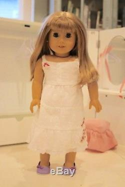 American Girl GWEN Doll of the year 2009