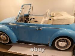American Girl Julie's Volkswagen Convertible with Car Wash Just the bug