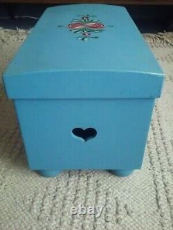American Girl Pleasant Company Kirsten's Blue Trunk Chest WITH matching Bed